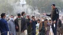 موظفون يشاركون في الاحتجاجات (سميح أوغورلا/ الأناضول)