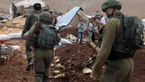 """جنود الاحتلال خلال عمليات هدم خربة """"حمصة الفوقا"""" (فيسبوك)"""