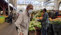 رجل مسن وكورونا في تونس (فتحي بلعيد/ فرانس برس)