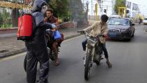 دراجات نارية وتعقيم كورونا في اليمن (محمد حويس/ فرانس برس)