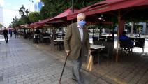 مقهى شبه فارغ في تونس (فتحي بلعيد/ فرانس برس)