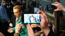 أليكسي نافالني في مطار موسكو (كيريل كرديافتسيف/ فرانس برس)