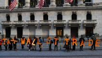 تحرك أمام بورصة وول ستريت دعماً للمستثمرين الهواة (الأناضول)