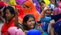 من تظاهرة لعاملات في أحد مصانع الألبسة العالمية في بنغلادش (منيز الزمان/فرانس برس)