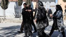 أقارب القاضيتين في موقع الجريمة بأفغانستان (وكيل كوسار/ فرانس برس)