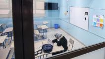 معلمة في فصل دراسي خالٍ من التلاميذ بالكويت- فرانس برس