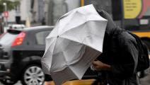 شاب يخفي وجهه في الدنمارك (فرانسيس دين/ Getty)