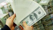 ضخ التريليونات لم يوقف ارتفاع سعر الورقة الخضراء  بسوق الصرف