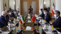 الوفد الصيني أثناء توقيع الصفقة بطهران يوم السبت الماضي