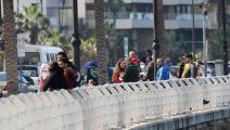 يبقى الكورنيش البحري لبيروت ملجأً لكثيرين (أنور عمرو/ فرانس برس)