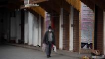 رجل وسط كورونا في المغرب (جلال مرشدي/ الأناضول)