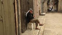 رجل فلسطيني في نابلس وسط كورونا (نضال اشتية/ الأناضول)