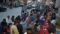 موائد الرحمن في باكستان (فاروق نعيم / فرانس برس)