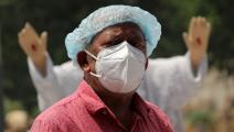 خلال تشييع أحد ضحايا كورونا في الهند(مايانك ماخيجا/ Getty)