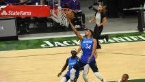 السلة الأميركية: أنتيتوكونمبو يتعملق أمام سيكسرز