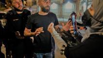 فلسطينية توثِّق جرماً إسرائيلياً في باب العامود في 23 إبريل 2021 (أحمد غرابلي/ فرانس برس)