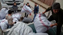 توزيع مساعدات في مدينة غازي عنتاب في تركيا (أحمد الإسلام/ Getty)