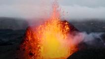 طائرة بدون طيار تذوب في بركان أيسلندا أثناء بث مباشر- يوتيوب