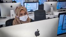 تلميذة مغربية تلتزم بإجراءات الوقاية (فاضل سنا/ فرانس برس)