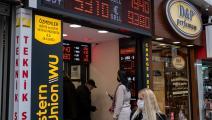 مساعٍ لتأمين الاستقرار النقدي في تركيا (أوزان كوزي/ فرانس برس)