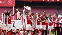 نجوم ذهبية... أياكس أمستردام يُهدي كأس الدوري لجمهوره بطريقة رائعة