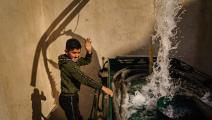 طفل أردني ومياه في الأردن (ماركوس يام/ Getty)