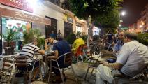 المقاهي الشعبية متنفس الجزائريين في ليالي رمضان (فاروق بطيشة/فرانس برس)