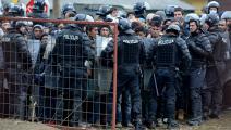 مهاجرون وشرطة في سلوفينيا (جيف ج. ميتشل/ Getty)