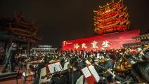 عادت ووهان الصينية لتقديم العروض الحية بحضور الجمهور (Getty)