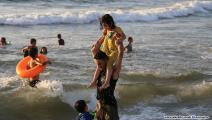غزيون على الشاطئ (محمد الحجار)