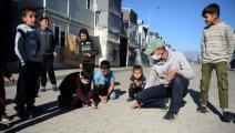 لاجئون سوريون في مساكن مؤقتة في تركيا (توناهان أقغون/ الأناضول)