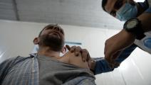 لم يتردّد في الحصول على اللقاح (كرم المصري/ Getty)