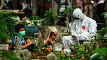 مقبرة في إندونيسيا وسط كورونا (أزوار إيبانك/ فرانس برس)