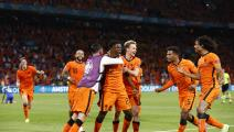 AMSTERDAM, NETHERLANDS - JUNE 13: Denzel Dumfries of Netherlands celebrates with Frenkie de Jong and team mates after scoring their side's third goal during the UEFA Euro 2020 Championship Group C match between Netherlands and Ukraine at the Johan Cruijff ArenA on June 13, 2021 in Amsterdam, Netherlands. (Photo by Koen van Weel - Pool/Getty Images)