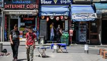 محال يديرها سوريون في حي الفاتح (أوزان كوزيه/ فرانس برس)