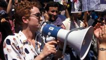 خليدة تومي خلال مظاهرة بالجزائر العاصمة، حزيران/ يونيو 1994 (Getty)