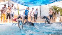 السباحة مع الأصدقاء متعة كبيرة (العربي الجديد)