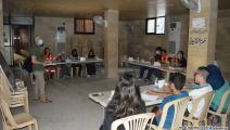 متطوعون يلبّون نداء مساعدة المسنين (العربي الجديد)