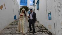 عروسان في تونس وسط كورونا (فتحي بلعيد/ فرانس برس)