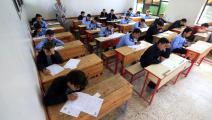 تلاميذ يجرون امتحانات في اليمن (محمد حويس/ فرانس برس)