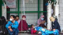 مصابون بكورونا في إندونيسيا (جوني كريسوانتو/ فرانس برس)