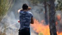 متطوع يشارك في إطفاء الحرائق (سيزغين بانكار/ الأناضول)