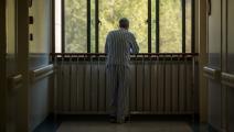 رجل مصاب بمرض ألزهايمر في الصين (Getty)