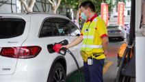 محطة وقود في الصين أكبر مستوردي النفط (Getty)