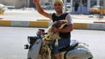 لا بدّ من الفرح بالعيد (أحمد الربيعي/ فرانس برس)