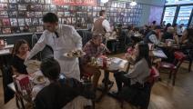 مطاعم نيويورك تواصل جذب الزبائن (Getty)