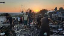 حريق في مخيم صامدون للنازحين السوريين في ريف إدلب 1 (العربي الجديد)