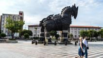 مجسم للحصان الخشبي الشهير (ألتان غوشيه/ Getty)