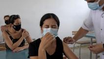 امرأة تونسية ولقاح كورونا في تونس (فتحي بلعيد/ فرانس برس)