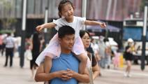 ابنة وأب وأم في الصين (شيلدون كوبر/ Getty)